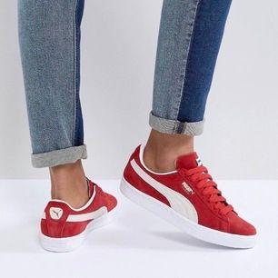Puma Suede Sneakers i fin röd färg. Använda ca 2-3 gånger.