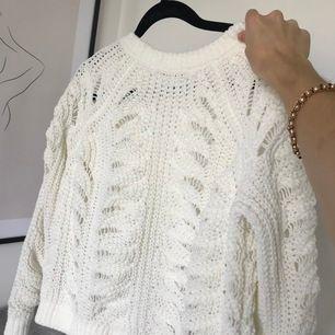 Vit tröja i storlek xs. Inga skavanker och säljer då jag har för många liknande.