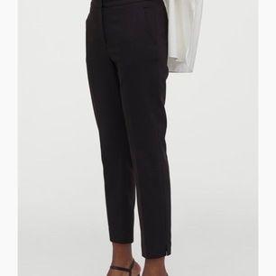 Svarta kostymbyxor i stl xs/s säljer pgr av för små. Är i bra skick