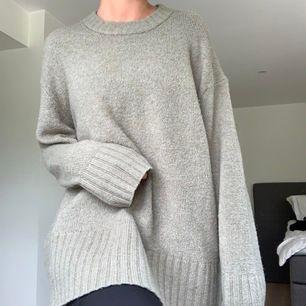 Mysig stickad tröja från Zara, har en fläck på magen som inte syns så mycket men har zoomat in på sista bilden