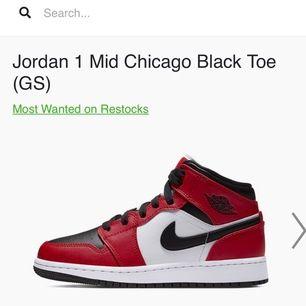Söker Jordan i storlek 35,5 / 36 / 36,5 färgerna röd, lila, blå. Helst oanvända