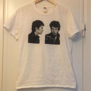 Sid Vicious t-shirt köpt från Etsy. Ovanlig. Endast använd ett fåtal gånger. Storlek S men borde passa någon med M också.