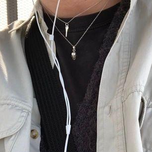 Superfint sterlingsilver halsband med nyckelberlock! Jättebra skick då det knappt är använt <33 köpare står för frakt 😌💖.