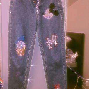 Ett par coola boyfriend jeans från Pull & Bear i storlek 34. Väldigt lite använda. Nypris 500 kr. Pris diskuterbart