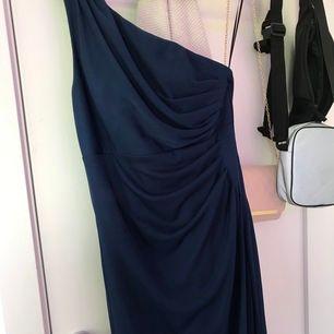 Lång fin balklänning, endast använd 1 kväll år 2017. Köpt på salt