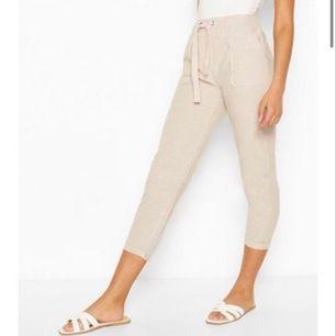 Beiga sköna byxor i storlek S som säljs Pga lite för liten storlek, men tycker den motsvarar storleken som står