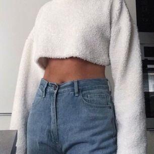 Säljer min knappt använda tröja från Missguided. Nypris 300kr säljer för 150 kr (frakt ingår). Säljer eftersom jag råkade av misstag köpa den i petite✨ (andra bilden är tagen från Missguideds hemsida där den numera bara finns kvar i beige)✨