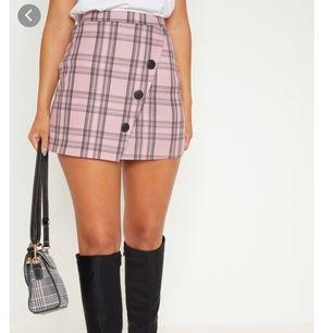 jättefin rosa kjol från PLT, aldrig använd med prislapp kvar, kommer inte få användning så säljer den!💖