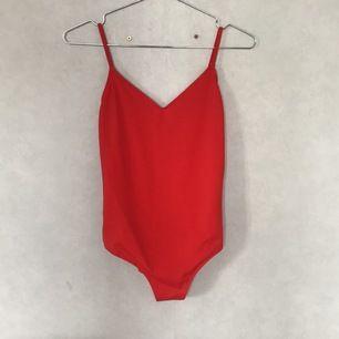 Röd bikini från monki aldrig använd xs
