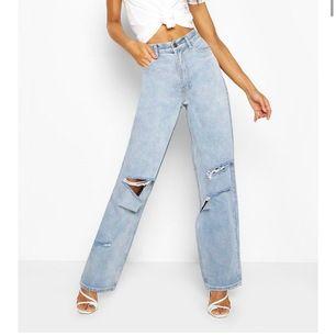 Så fucking snygga jeans från boohoo som jag nyss fick hem men som var alldeles för stora för Mig... 😓Frakt ingår i priset❗️OBS❗️Säljer endast dessa ifall nån vill byta mot likadana i 38 (de mörkblåa funkar också)eller ifall jag hittar ett par i strl 38❤️