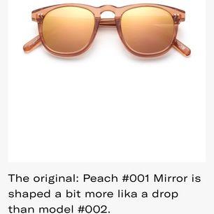 Säljer dess solglasögon ifrån chimi eyewear i modellen #001 mirror och färgen peach. De säljes pågrund av att de aldrig kommit till användning och är alltså oanvända!☺️ mitt pris 450kr nypris ligger på 999kr