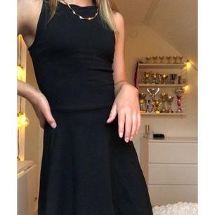 Gullig klänning från Gina Tricot i storlek XS. Super snygg och söt, men säljer den då det inte riktigt är min stil. Den är i toppskick och väldigt skön. Säljer den för 99 kr eller högsta bud 😊