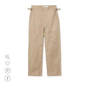 Säljer dessa byxor/chinos från Carin Wester i storlek 36. Köptes för 599kr och är slutsålda. Säljer då de tyvärr inte kommer till användning längre. Inga tecken på användning. Kan skicka fler egna bilder vid förfrågan🌸 Köpare står för ev frakt (63kr)