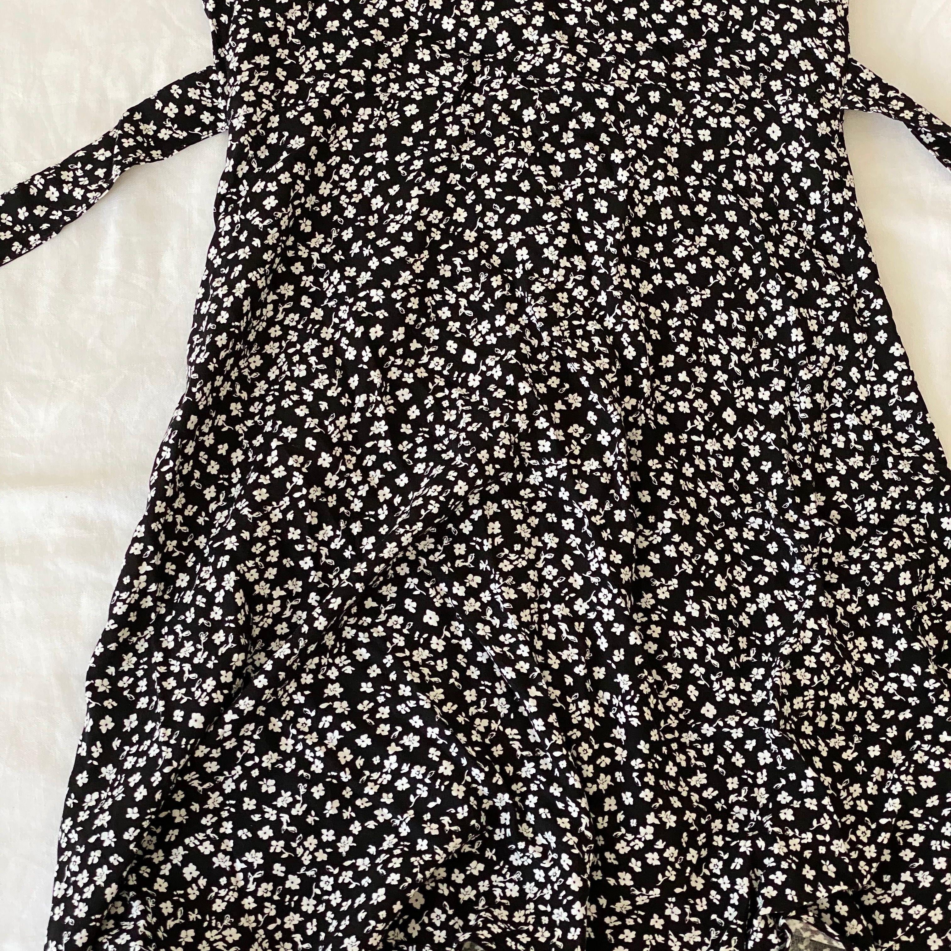Helt ny klänning som aldrig har kommit till användning. 🌸 Först till kvarn 100kr + 50kr frakt. Klänningar.