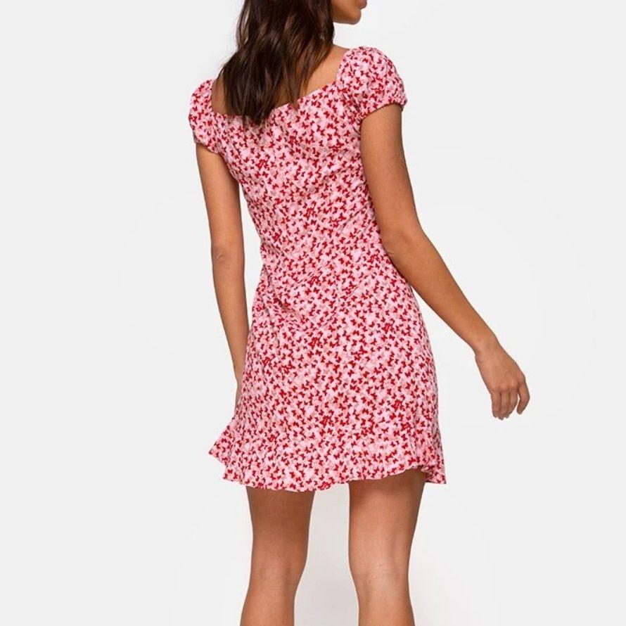Jättefin helt ny SLUTSÅLD klänning från Motel Rocks! Står S men var lite för stor för mig som är en 36a så passar bäst på en 38 💕 Flera intresserade så buda i kommentarerna. Nypris 560+frakt. Klänningar.