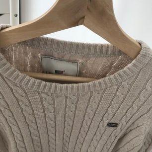 Beige långarmad stickad tröja från lexington. Använt 3-4 gånger. Storlek S. Jag står för frakten.