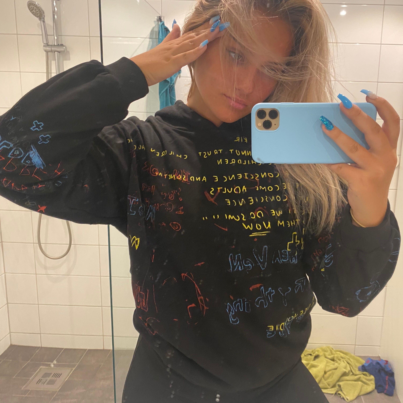 AS COOL hoodie från fuzweb.com storlek XL men sitter som en oversized M. Tog 4 månader att få hem. Budgivning vid flera intresserade. BUDGIVNING AVSLUTAD. Huvtröjor & Träningströjor.