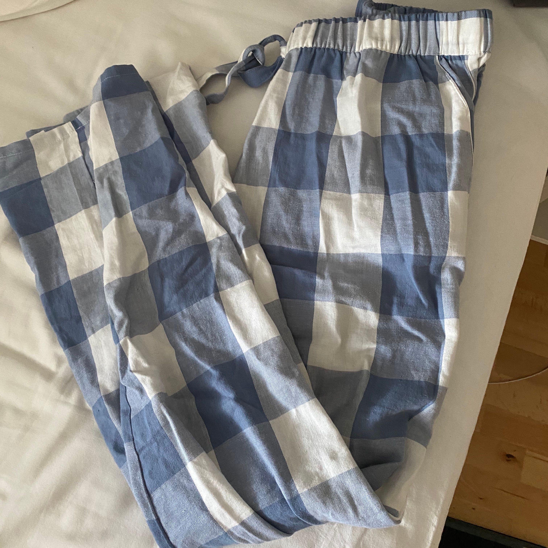 Fina pyjamasbyxor som går hela vägen till golvet, storlek s💘. Jeans & Byxor.