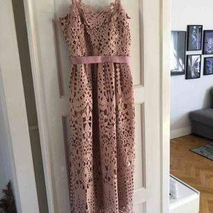 En gammelrosa klänning, använd en gång. Strl 36