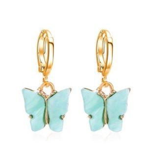 Jag säljer dessa blåa fjäril örhängerna eftersom att jag har två. Dem är oandvända. Men jag tänkte ha en budgivning på dem så start pris är 40kr + frakt. Budandet avslutas 12/7 🦋💕 Buda i kommentarerna