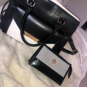 En väska med en mini väska som följer med