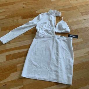 Fin klänning från boohoo, aldrig använd, passar en M