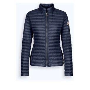 Säljer min colmar jacka , lånar bilden jackan är svart men samma modell, den är väldigt sparsam andvänd 💕