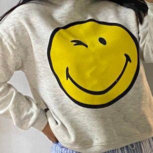 En fin smiley tröja.