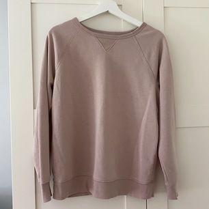 Säljer denna hoodie köpt på någon butik i USA. Använd en gång men inget fel på plagget. Köparen står för frakten!
