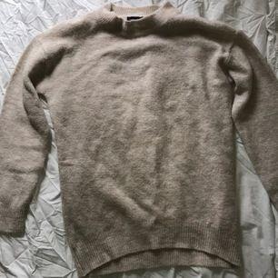 Något längre stickad tröja från Lager 157💖 I nyskick då den endast är använd ett par gånger💖 Frakt tillkommer