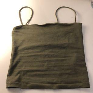 Ett militärgrönt Gina linne i storlek xs. Som nytt har bara använt den nån enstaka gång .Säljer Pga att jag aldrig använder den .frakt 49kr