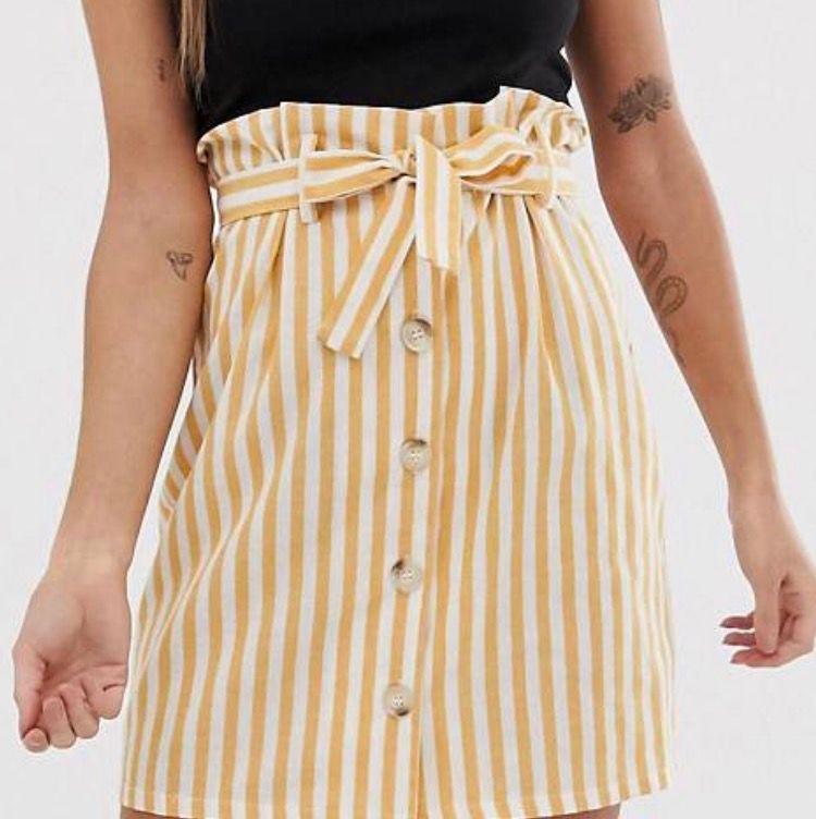 Så söt kjol som är helt oanvänd för den är för liten för mig. Formar sig jättefint eftersom man kan dra åt den i midjan. Köparen betalar frakt. Kjolar.