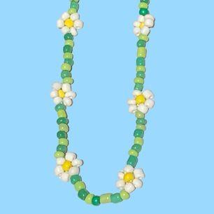 Nya pärlhalsband gjorda av glaspärlor  Pris: 85kr styck  Skriv för mer info
