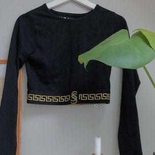 Säljer min asfeta magtröja från Carlings! Köpt för cirka 1 år sedan, men aldrig använd. Supersnygg till ett par högmidiade kostymbyxor och guldsmycken! Kan mötas upp i Lund, annars står köparen för frakt.