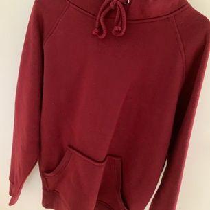 mysigaste hoodien från bikbok storlek xs, passar även s! jättemysigt material och perfekt passform. använd fåtal gånger. köpare står för frakt.