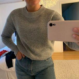 Mysig grå stickad tröja i storlek S. Använd en del men i fint skick. 80 kr + frakt 💕