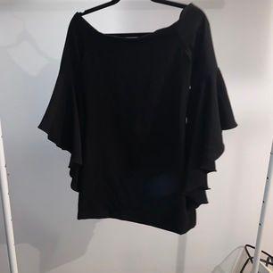 Svart klänning från Dilvin Woman, använd en gång. Storleken är som en S men passar M också
