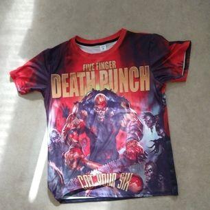 Five Finger Death Punch t-shirt. Från  Wish. Storlek: XL. Tyg: Polyester. Kan skicka frakt tillkommer.
