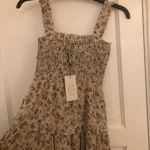 Säljer min superfina klänning från NAKD-AJF kollektionen helt oanvänd. Den är slutsåld på hemsidan. Frakt tillkommer 🦋 buda gärna
