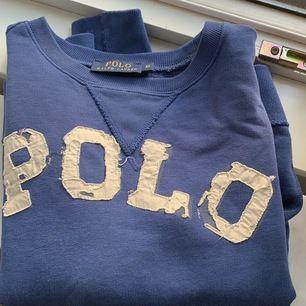 Blå sweatshirt i storlek xs