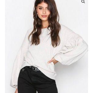 Så mjuk och härlig sweatshirt från Only. Har blivit använd två gånger! Frakt: 70kr