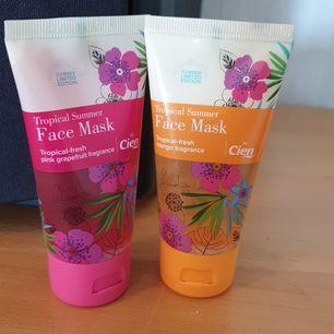 Nya oanvända facemasks. Den rosa doftar Pink grapefrukt och är en gelmask som tillför fukt i 24 h .jämnar ut mindre rynkor.Den gula doftar mango och är utslätande gel.Båda passar för alla hudtyper.50 ml i båda. Säljes 60 kr med frakt el 20 kr/st
