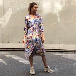 Mönster: palazzo, MAGISK klänning/kaftan endast använd några ggr. 100%silke passar xs-s