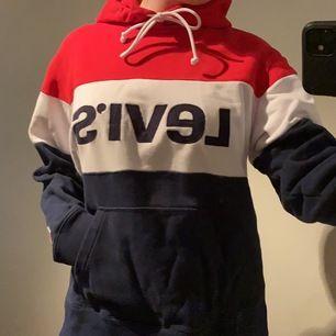 🌼 Säljer nu min Levi's Hoodie i storlek M då den inte är min stil 🌼                200kr+frakt