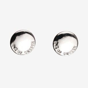 Örhänge Haily Coin från Snö Of Sweden. Stiftmodell i stilren design med bakfäste av rostfritt stål och plast. Ø 1 cm. Fraktfritt.
