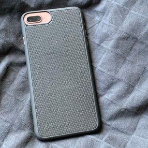 Mobilskal från ideal of Sweden som passar till iPhone 7 Plus och 8 plus. Fint skick, frakten är gratis.⚡️💞💫
