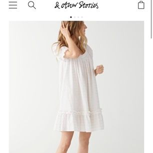 Jättesöt klänning från Stories, endast använd en gång så i nyskick! Finns fortfrande i butik och kostar 890:- i nypris🌸