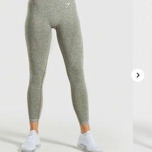 Ett par vital seamless leggings från gym shark helt oanvända köpte för någon månad sen. Originalpriset var 650kr.  Start bud ligger på 200kr. LEDANDE BUD LIGGER PÅ 360kr