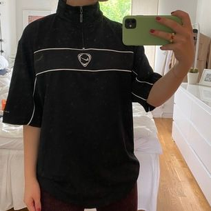 Oversized vintage-T-shirt <3 känner mig cool i denna and you will do too 🥺 strl XL men sitter bara snyggt oversized på mig som S. Buda i kommentarerna!!!