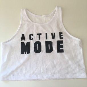 Tun genomskinlig träningströja som går att ha över sportbh:n eller ett linne. Köp från stadium. Möts upp i uppsala.